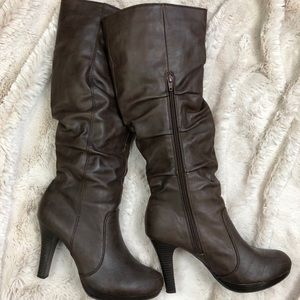 Size 9 New Directions Sophia Brown boots